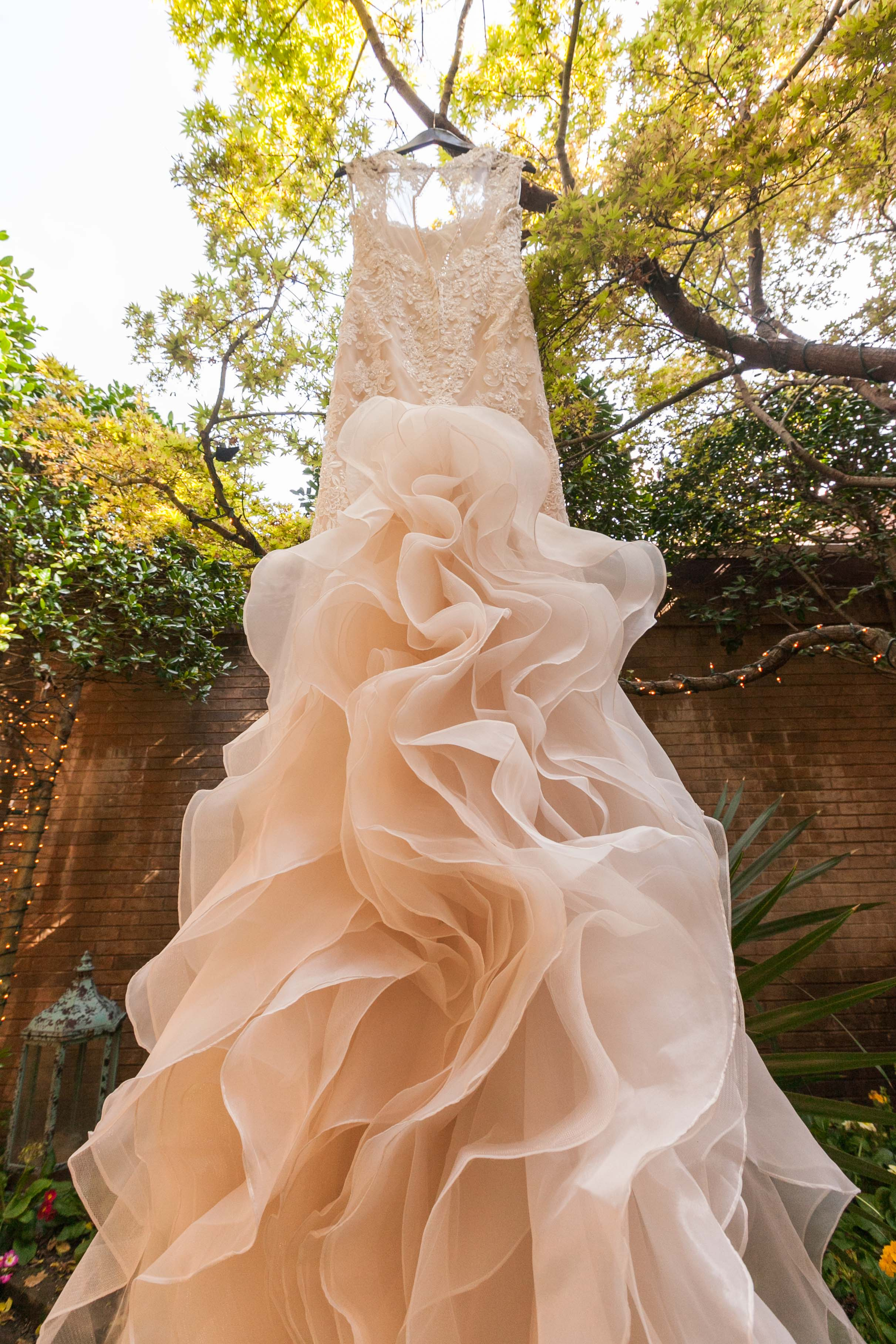 Simple Is Chic: 10 Reasons Brides Are Choosing Cheap Wedding Dresses